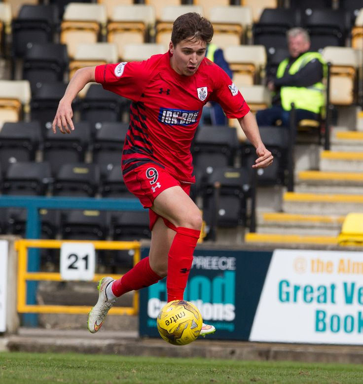Queen's Park's Dario Zanatta in action during the Ladbrokes League One game between Livingston and Queen's Park.