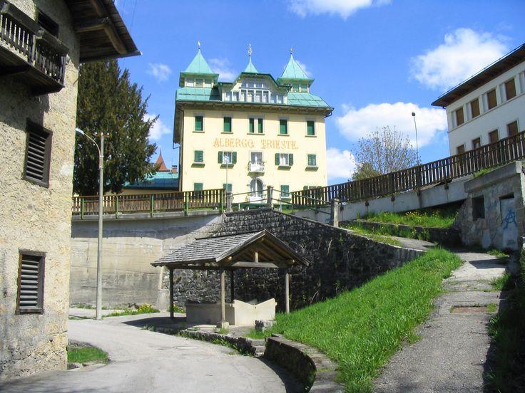 Antico lavatoio a Lorenzago Belluno Dolomiti Veneto Italia