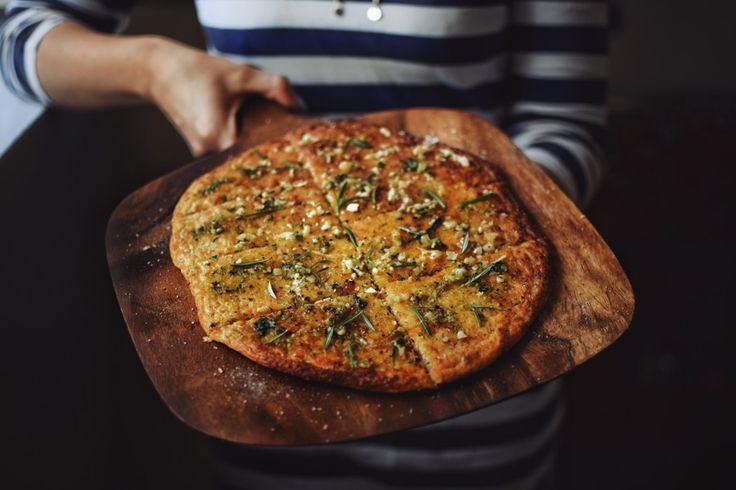 Tradičně netradiční cukrfree fokáča pro všechny milovníky Itálie, sýrů a bylinek!