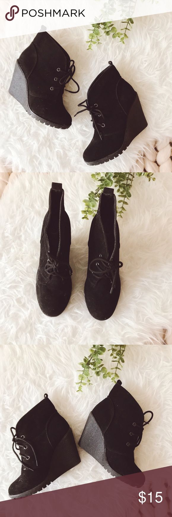 """ᴄʜᴀʀʟᴇs ᴀʟʙᴇʀᴛ ʙʟᴀᴄᴋ ᴡᴇᴅɢᴇs Good used condition black wedges. They lace in the front. Great for a versatile look. Some signs of wear and due to the material, they do get linty. A quick roll with a lint roller with """"freshen"""" them up quickly!  ‣ᴡᴇᴅɢᴇ ʜᴇᴇʟ 3.5"""" ‣ᴜᴘᴘᴇʀ sᴏʟᴇ: ᴄᴏᴡ sᴜᴇᴅᴇ  ✨Pet friendly home ✨Please ask questions before purchase ✨Reasonable offers welcomed ✨Bundle to save more Charles Albert Shoes Wedges"""