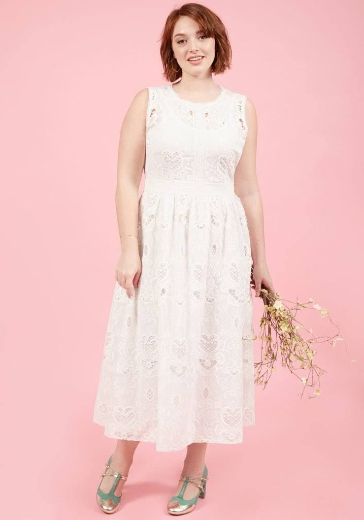 20 Lovely (and Affordable!) Wedding Dresses For Ladies With Curves