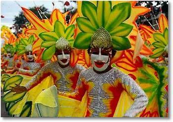 Philippines :Ce pays est très différent des autres pays d'Asie, notamment par sa religion. Ayant été longuement colonisé par les Espagnols, il est le seul pays chrétien du continent et 80% de sa population pratique le catholicisme. Contrairement aux habitants des autres pays asiatiques, peu de Philippins se vouent au bouddhisme ou sont animistes. L'influence de l'église catholique y est très forte et est perceptible dans le mode de vie et la philosophie des gens.