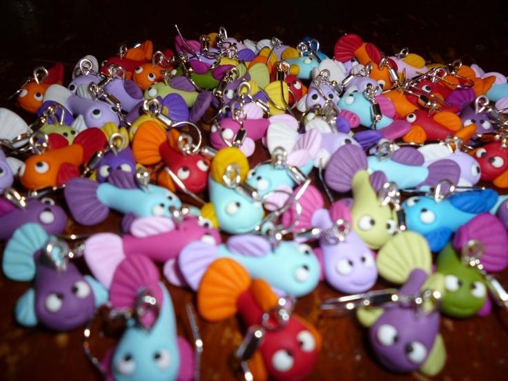Orecchini con tanti pesciolini coloratissimi.