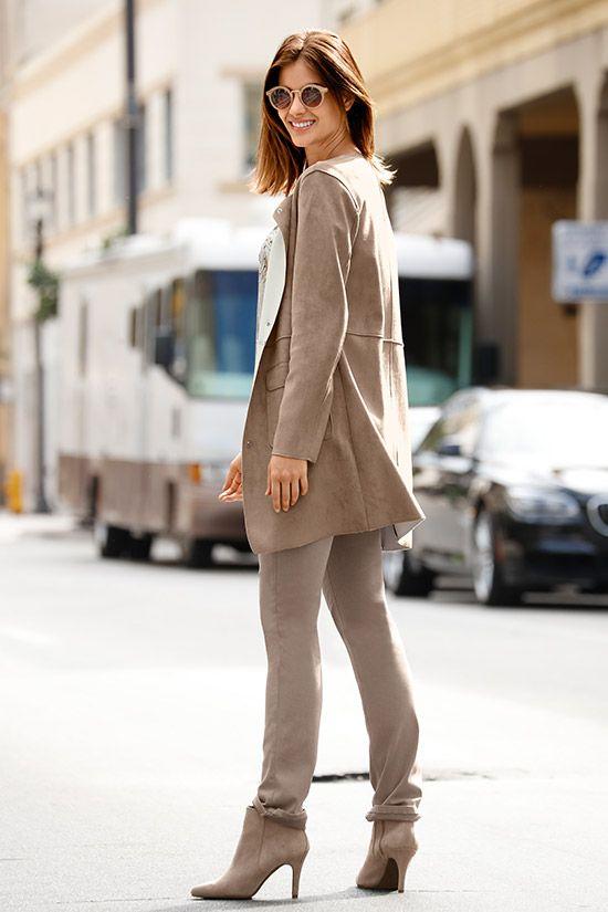 Die gerade Form der Lederimitat-Jacke schmeichelt der Figur und vervollständigt Ihren Herbst-Look!