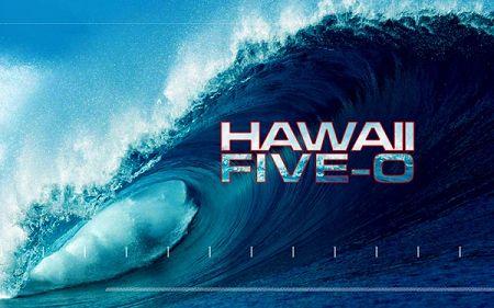 """Hawaii Five-O, es la serie de la CBS que nos permite hacer una escapada """"televisiva"""" a las paradisíacas islas hawaianas, acompañando al equipo de élite del Departamento de Policía Honolulu (HPD) de…"""