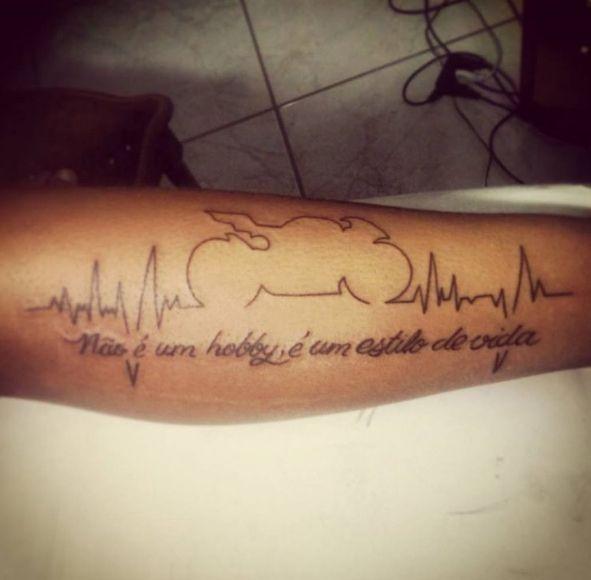 Татуировка с  изображением мото байка и линией жизни