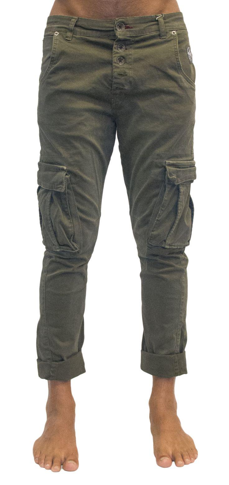 Pantalone cavallo basso e tasconi disponibile in verde ed in grigio
