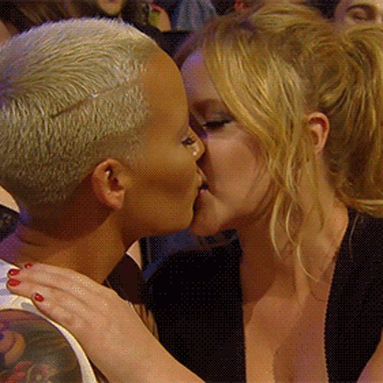 Pin for Later: Amber Rose and Amy Schumer Totally Made Out at the MTV Movie Awards