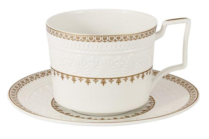 Чашка с блюдцем из костяного фарфора «Золотой замок»      Бренд: Colombo (Китай);   Страна производства: Китай;   Материал: костяной фарфор;   Коллекция: Золотой замок;   Объем чашки: 250 мл;          #bonechine #chine #diningset #teaset #костяной #фарфор #обеденный #сервиз #посуда  #обеденныйсервиз #чайныйсервиз #чайный  #чашка #кружка #набор #сервировка #cup #mug #set #serving #tea #чай