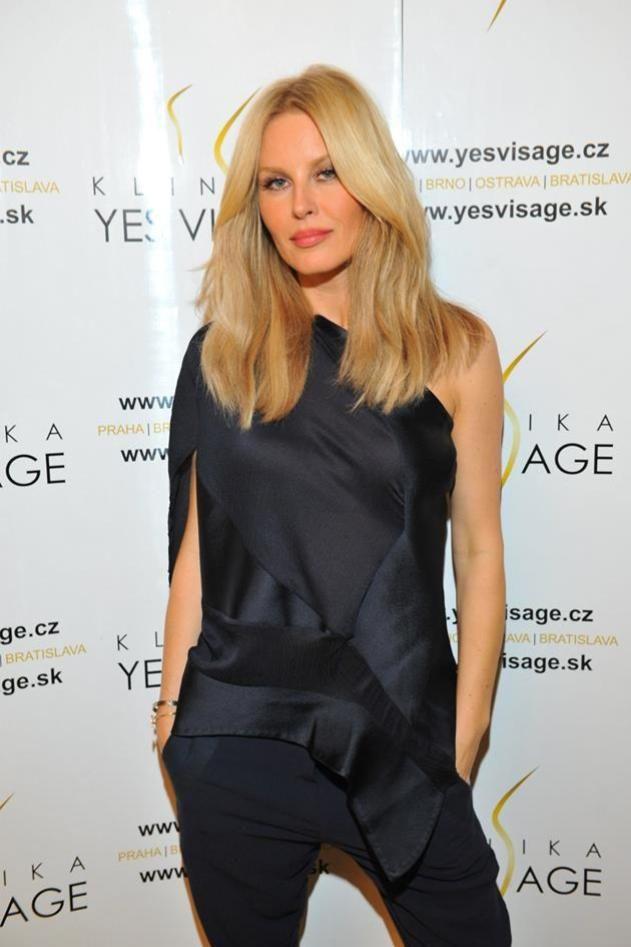 Rozhovor se Simonou Krainovou čtěte na: http://www.herstyle.cz/moda/simona-krainova-mam-rada-ciste-linie-a-jednoduchy-styl/