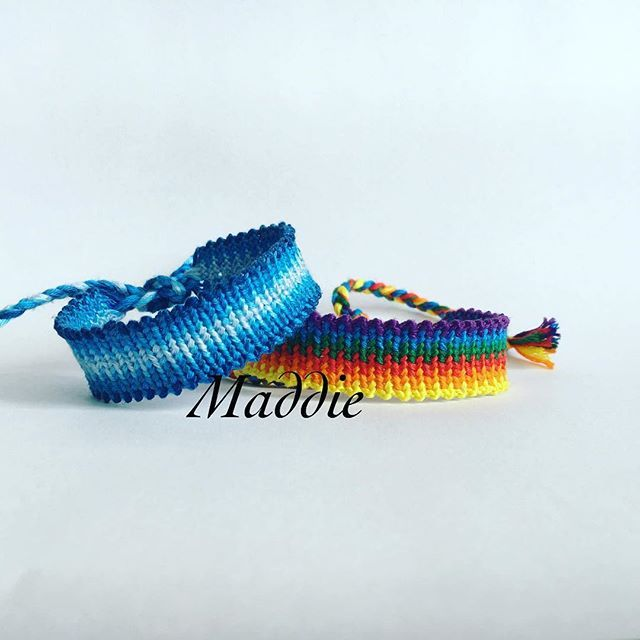 #blue And #rainbow arozz bracelets. I had a lot of fun making that cuties. Simple but really nice pattern  #friendshipbracelet #handmadebracelet #ombre #bransoletkazmuliny #bransoletkizmuliny #macrame #armcandy #wirstband