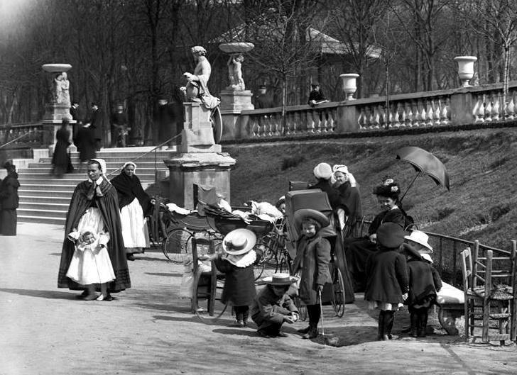 Paris -Luxembourg gardens 1920 Séeberger