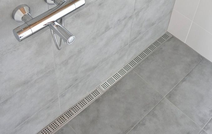 Bathroom with a costumised modular line floor drain system. Elegant grating and frame in brushed stainless steel.  unidrain®: Modul 1100 #module1100 #bathroom #badeværelse #design #minimalistic #nordicdesign #design #inspirational #interior