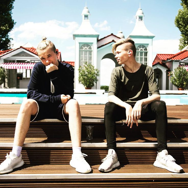 Chillin' here at ZDF Fernsehgarten If you wanna join us tomorrow at the show we have 10 tickets to give away!! Meet us at Hotel Hilton Rheinstrasse, Mainz 19.00 tonight. #mainz  #zdf #Fernsehgarten #likeitlikeit #marcusandmartinus #germany