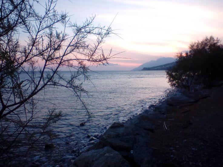 Ολός ο κόσμος θάλασσα κι εσύ 'σαι τ' ακρογιάλιανάθεμα σας κύματαένα να μη με βγάλει!!! http://ift.tt/2mtJlF0 #mirtoolini