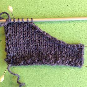 designstrik.dk: Mere strikketeknik: blød aflukning i halsudskæring
