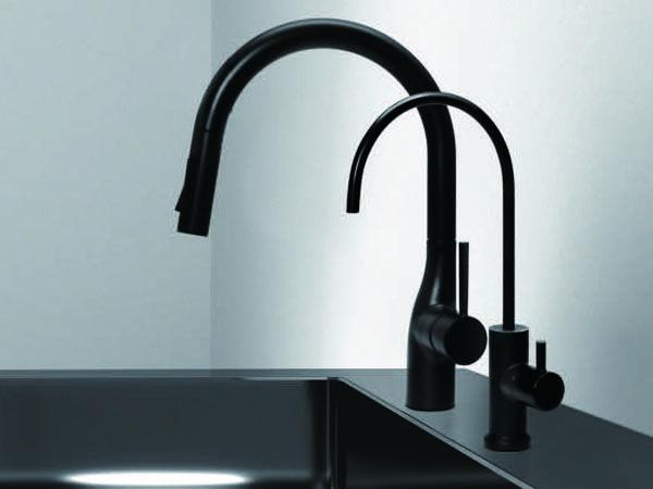 黒い浄水器水栓 ヤンマー産業のcarbone カルボーネ がマットブラック