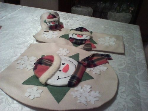 Juegos De Baño De Navidad:Es un bello juego de baño, adornado con un muñeco de nieve