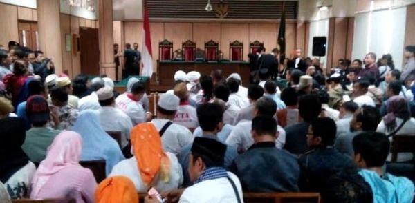 Aksi Dorong Massa Pro dan Kontra Warnai Sidang Ahok