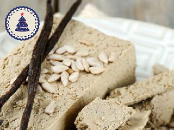 Krem z waniliowej chałwy idealnie pasuje do bezy, czekoladowych i kawowych babeczek, tortów i świeżych owoców. Jak go szybko zrobić?