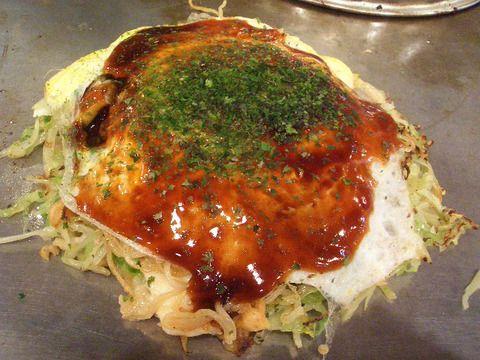 広島風お好み焼き Okonomiyaki o pizza japonesa