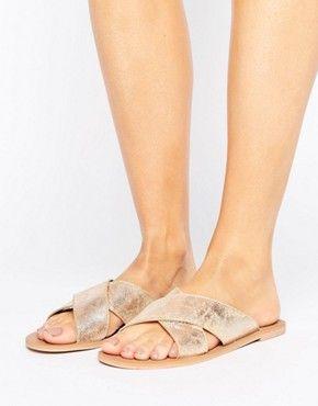 Sandalias planas | Sandalias de gladiador, de cuero y doradas | ASOS