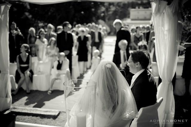 Prima di affrontare la location, il catering & co ..., è indispensabile stabilire un elenco di invitati al vostro matrimonio, che può essere perfezionato in seguito. Molte domande sorgono già dai primi ospiti menzionati. E' quindi importante porsi le domande giuste e sapere come rispondere. Vi consigliamo 10 domande da porvi al fine di raggiungere il vostro elenco con serenità e soprattutto in sintonia rispetto al matrimonio che volete organizzare.
