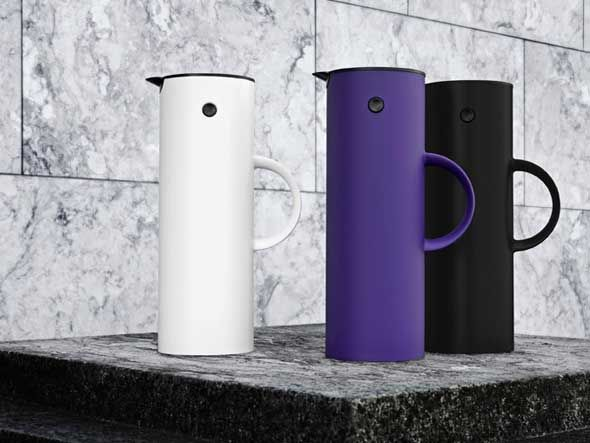 Beauty is in the eye of the beholder, they say; but there must be a lot of us that behold the same thing, as Erik Magnussen's 1970s vacuum jug with the tip-up lid is Stelton's all-time best selling product. Now the vacuum jug has a new surface with an elegant soft shade of black, which both softens the beautiful, compact design concept and invites to be touched - a classic which is always up-to-date.