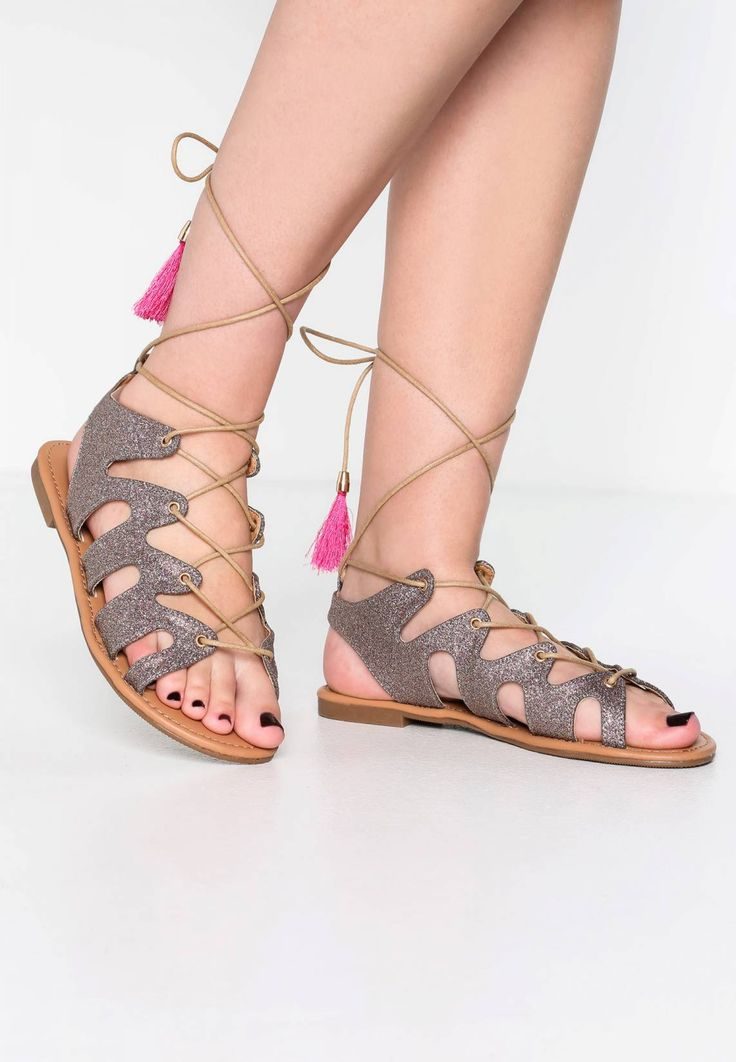 Buffalo. Sandals - glitter multicolor. Pattern:colourful. Sole:synthetics. Details:tassels. Padding type:Cold padding. Shoe tip:open. Heel type:flat. Lining:imitation leather. shoe fastener:laces. upper material:synthetics. Insole:imita...