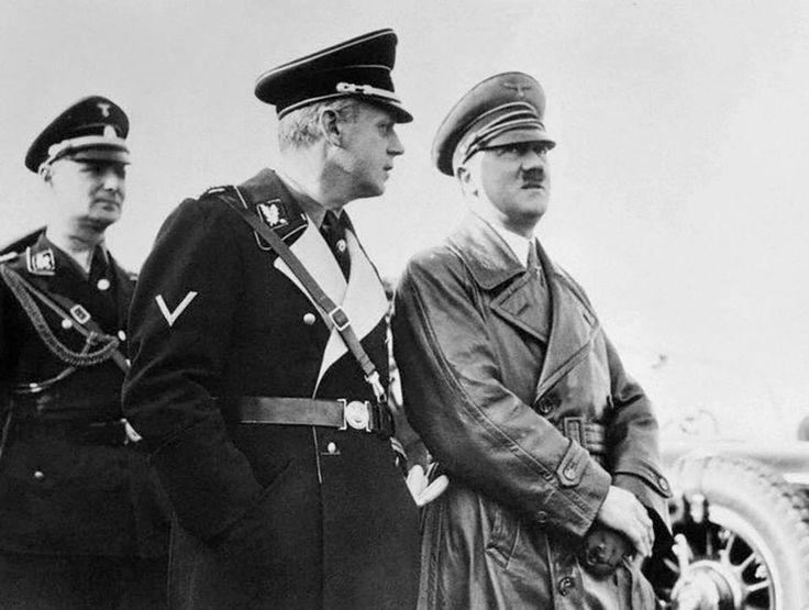 Hitler e Ulrich Friedrich Wilhelm Joachim von Ribbentrop (Wesel, 30 de abril de 1893 — Nuremberga, 16 de outubro de 1946) foi um político alemão, ministro de Relações Exteriores da Alemanha Nazista entre 1938 e 1945 e uma das principais e influentes figuras do Terceiro Reich de Adolf Hitler. Foi também um dos líderes nazistas acusado de crimes contra a humanidade pelo Tribunal de Nuremberg, condenado à morte e enforcado