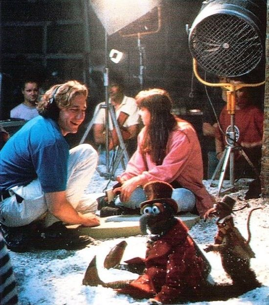 30 Awesome Behind The Scenes Photos From Old Movies