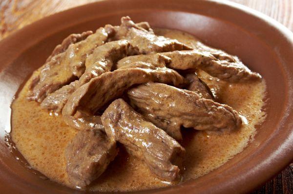 Hovädzí stroganov - Recept pre každého kuchára, množstvo receptov pre pečenie a varenie. Recepty pre chutný život. Slovenské jedlá a medzinárodná kuchyňa