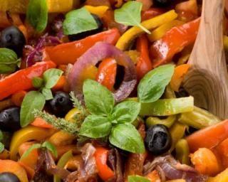 Ratatouille de poivrons minceur poêlée aux olives