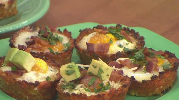 Eggs and hash browns go together like, well, eggs and hash browns! But eating them in a muffin-form makes them even better.