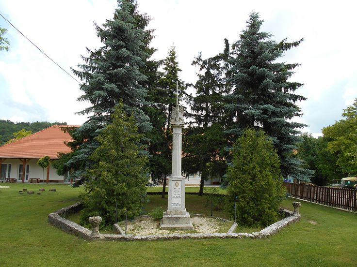 Világháborús és 1848-as hősi emlékmű (Csabdi) http://www.turabazis.hu/latnivalok_ismerteto_995 #latnivalo #csabdi #turabazis #hungary #magyarorszag #travel #tura #turista #kirandulas