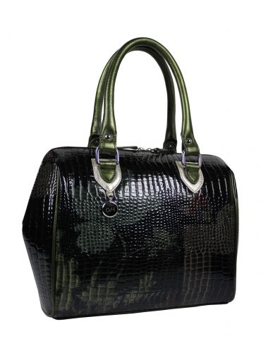 Elegant handbag - coffer with leather handles made of Italian leather. The center is adorned with quilted satin bag in green. The bag has a large zip pocket, leather pocket for a cell, is also fastened to the slider. Very light. The bag is made by hand. Each original handbag GOSHICO id is in the middle of the tab with our logo. PRICE: 290.85 € http://www.sklep-goshico.com/kuferek-do-reki-i-na-ramie-rebel-1418.html