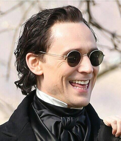 "@daniellellanes ""@DesertRose_Snow: OMG.. Not the tongue.. Sir Thomas, u slay me..#CrimsonPeak #DarkLord pic.twitter.com/oDqOa84FC0"" https://twitter.com/eugeniedfranval/status/464323801543483392"
