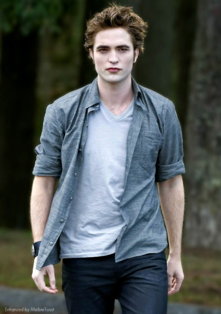 Robert pattinson edward cullen new moon for Twilight edward photos