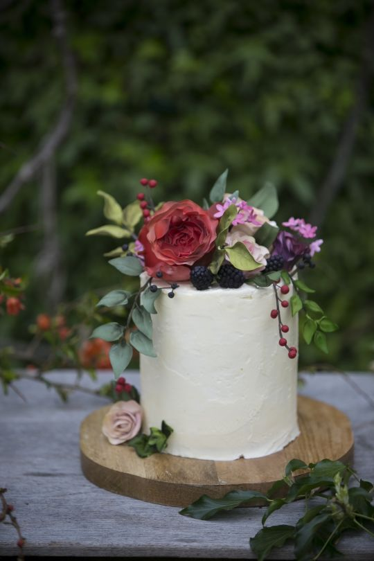 Sugar flowers & fruit with buttercream, a natural wedding