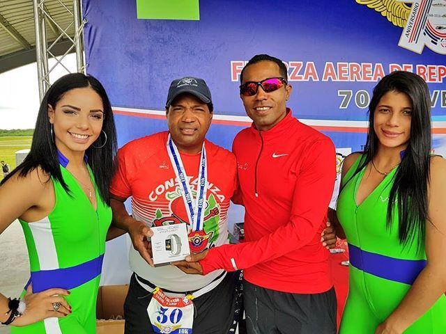 Entrega de Premios en la Rifa de nuestra Carrera 10K y 5K. #70AniversarioFARD #VolandoBajitoFARD