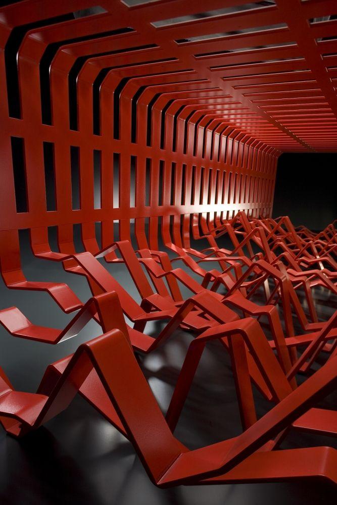 Biennale Internationale Design Saint-Etienne 2015 - Savoir-fer: la modernité du métal Banc Interférence, Tôlerie Forezienne Design Alexandre Moronnoz Photo : Studio-Bisbee