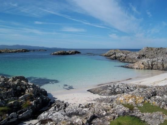 The Arisaig Hotel sits on the edge of the sheltered Loch nan Ceall, in the small village of Arisaig, on the west coast of the Scottish Highlands.
