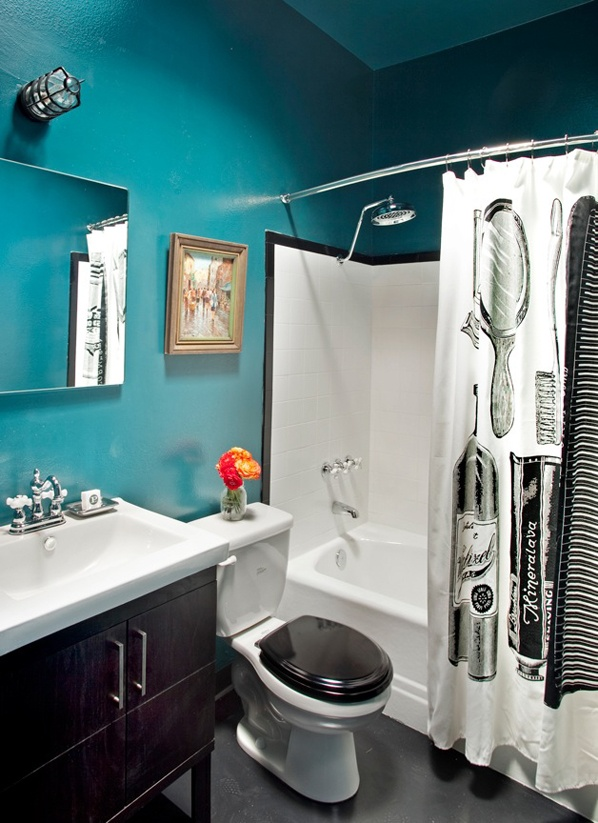 a crisp turquoise, black and white bathroom