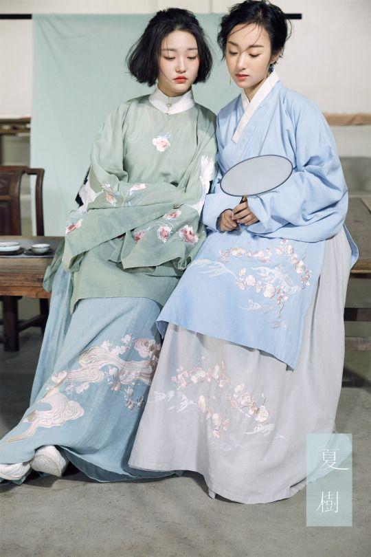 Chinese hanfu. Aoqun袄裙 since ming dynasty. Photo by 夏树.