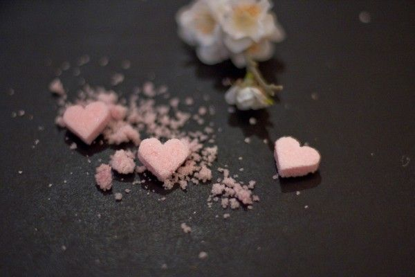 Sucre rose en forme de coeur