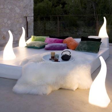 Lampe à poser extérieure filaire disponible en deux dimensions