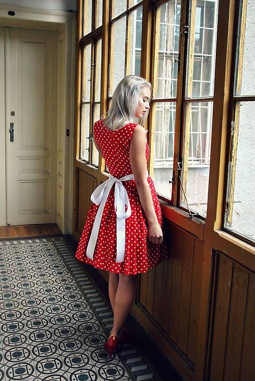 REPARADA / Červené puntíkaté šaty s kapsami a bílou mašlí