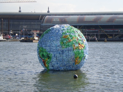 Plastic wereldbol - Peter Smith - 2012