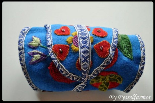 Alla behöver en maschma! | Everybody needs a maschma! Maschma or marsma is originally a sami word for this -- now trending -- holder of all you need to embroider (needles, pins, scissor, threads/floss). Click through for more pics of maschmor.