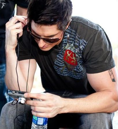 Despite the fact that he's such a dork and has crazy hair, I have to admit Zak Bagans is pretty handsome